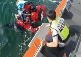 울진해경, 해상에 표류중인 카이트서핑객 구조