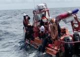 울진해경, 왕돌초 앞 해상 조타기 고장 레저보트 및 수중레저활동자 구조