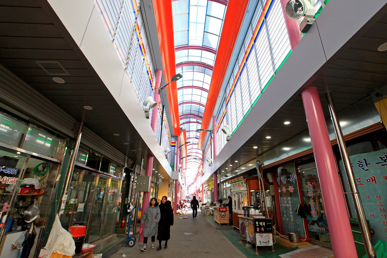 7개 전통시장 현대식 아케이드로 탈바꿈(울진시장 비가림시설 설치).jpg